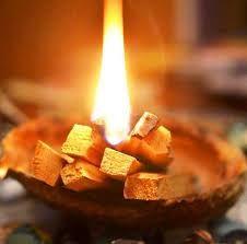 quemar palo de santo-En Manos de Nara